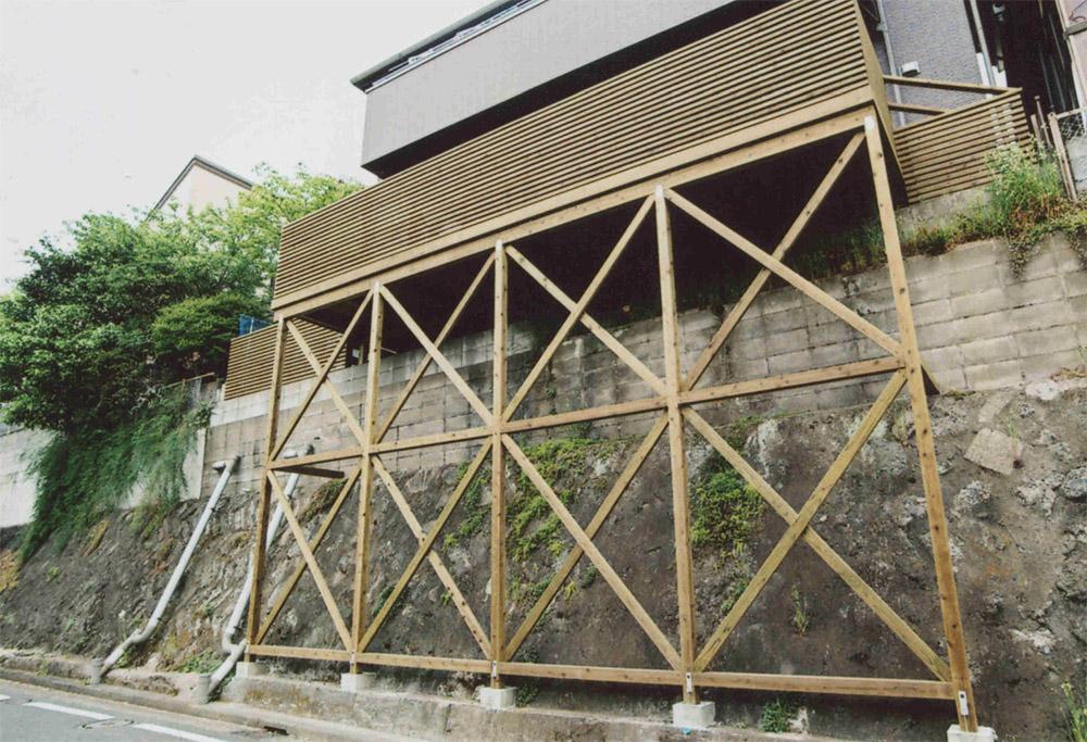 神奈川県横浜市戸塚区I様邸 お庭がわりの広いデッキ。大人のくつろぎの場、お子様のプレイスペースとして大活躍