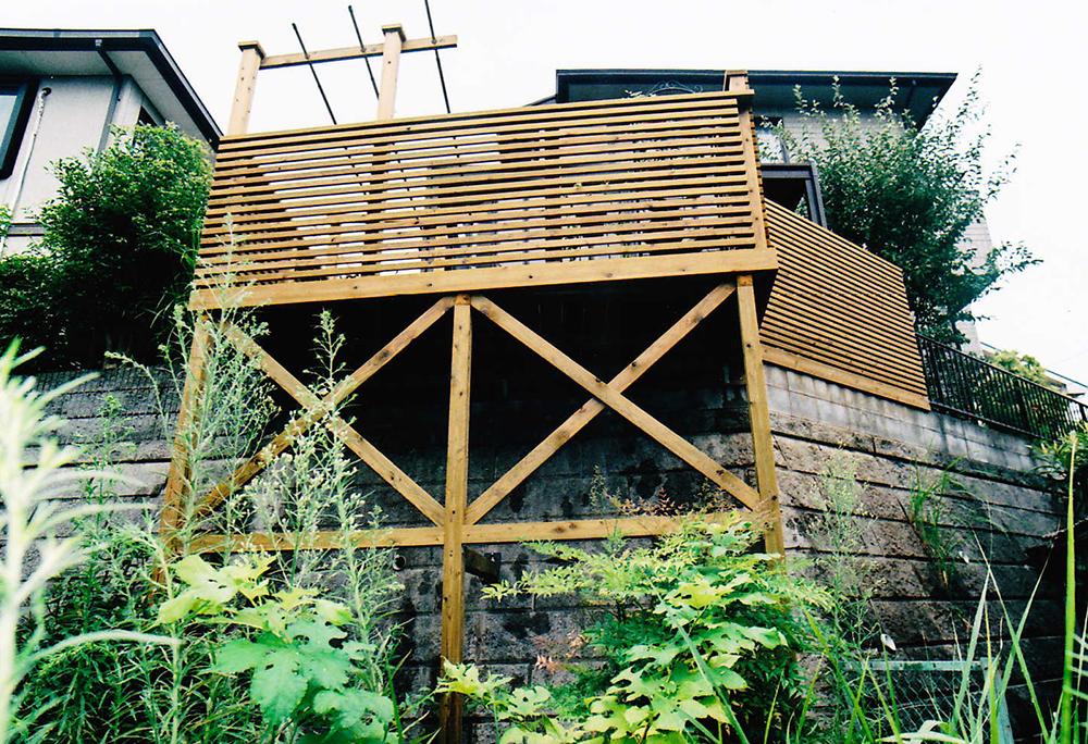 神奈川県横浜市T様邸 広い敷地を有効に活用してお庭がわりのデッキで広いスペースを確保