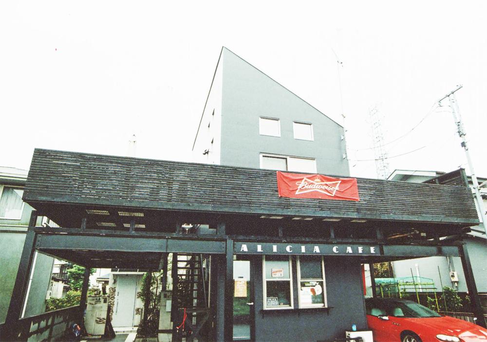 東京都多摩市M様邸 デッキ部分はワンちゃんの同伴もOK!アリーシアカフェ。多摩川を見渡せる気持ちの良いスペースです。