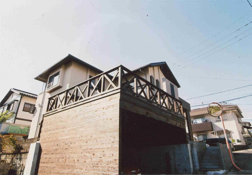 神奈川県川崎市宮前区T様邸 くつろぎの空間がプラスされたこだわりの車庫。