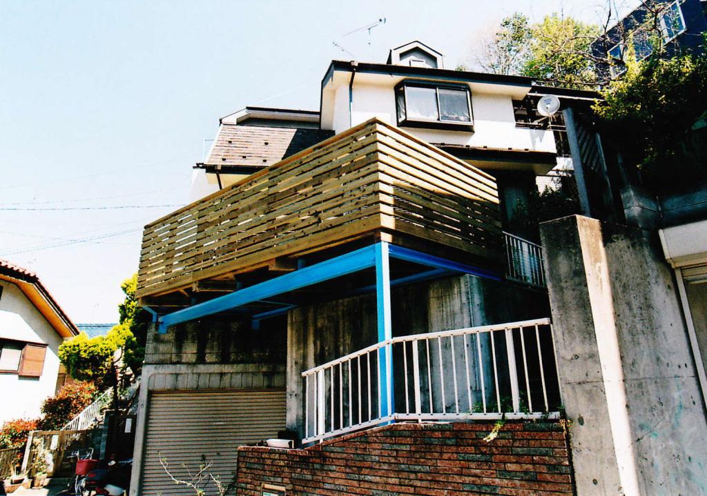 東京都町田市N様邸 高低差がある土地を有効利用した広いスペースのウッドデッキ