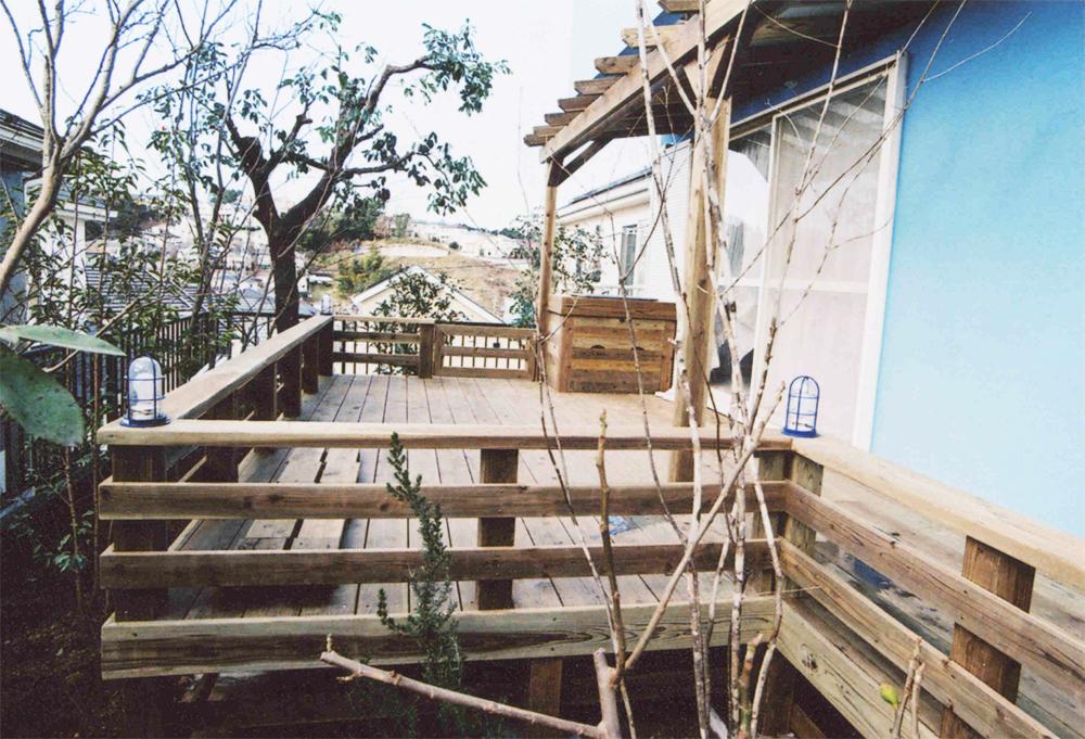 東京都町田市I様邸 マリンランプやシンクを取り付けて使い勝手の良い広々デッキ。