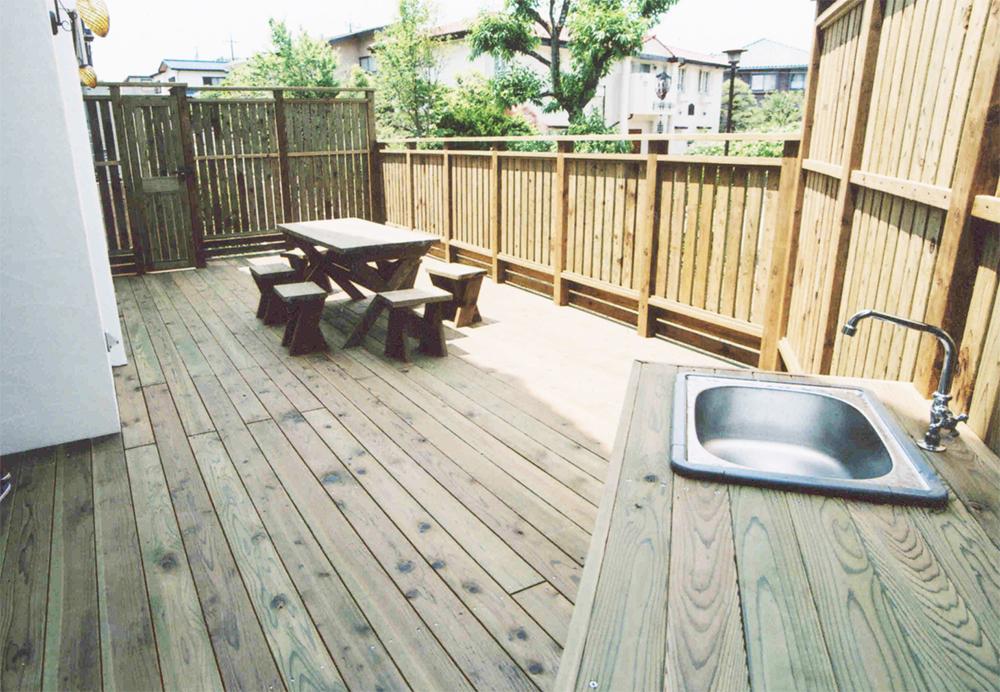 東京都八王子市S様邸 ウッドデッキでスペースを有効活用!様々なシーンで大活躍できるウッドスペース