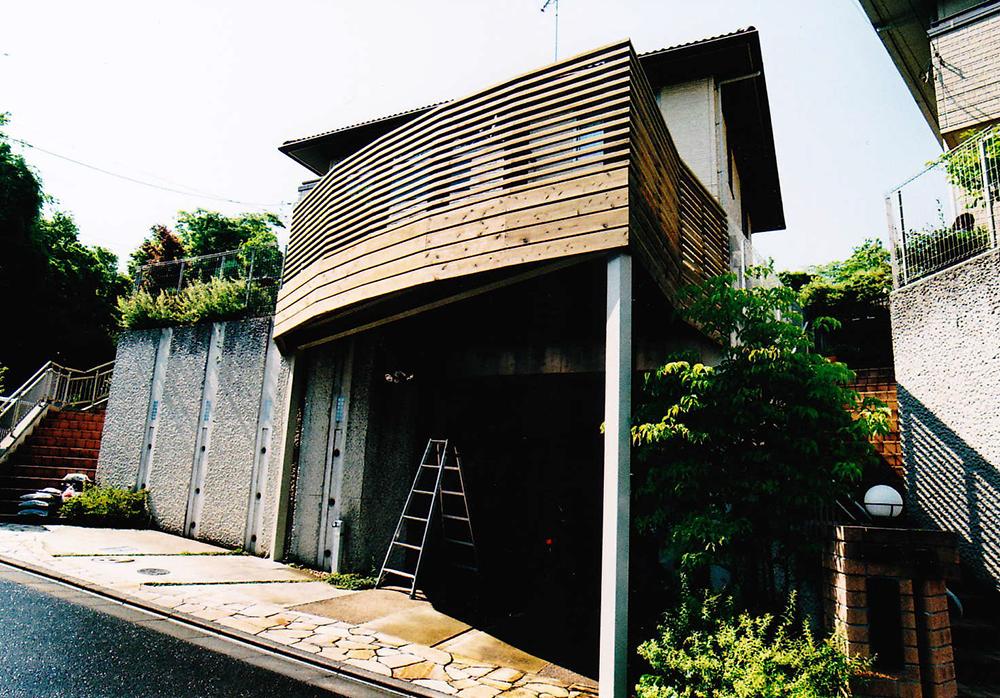 神奈川県秦野市M様邸 スペースの有効利用車庫上デッキがバランスよくおしゃれ感を演出