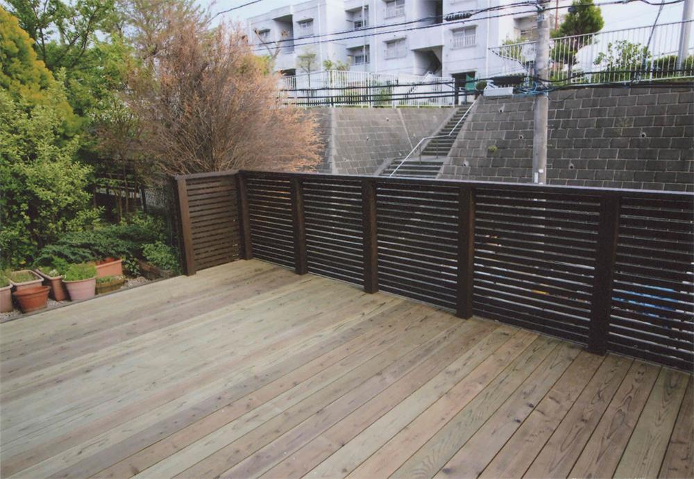 神奈川県横浜市港北区Y様邸 お庭がわりの広いデッキができました。
