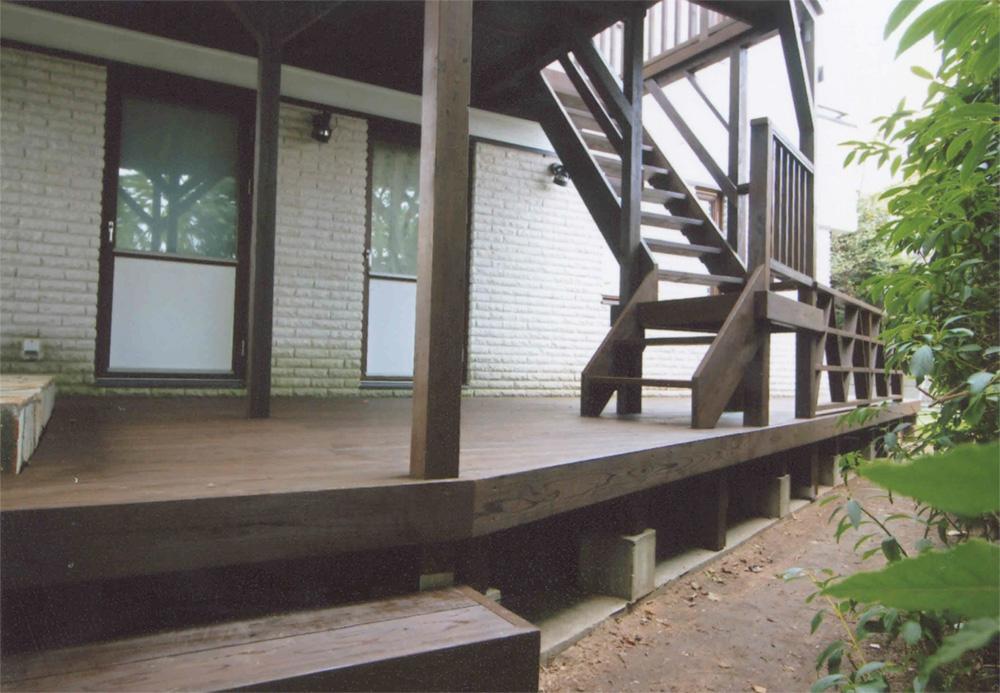 神奈川県横浜市青葉区K様邸 階段が意匠的にもアクセント 高台の広い敷地にある、気持ちの良いデッキです。
