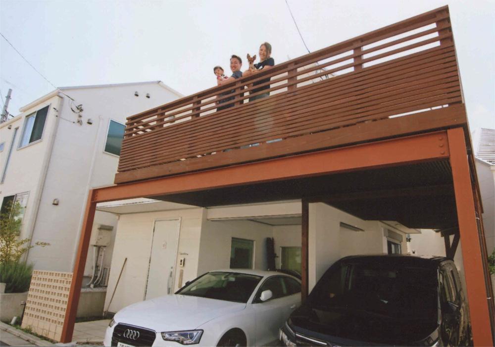 神奈川県横浜市旭区K様邸 フェンスの横桟は上部と下部で間隔を変えたオリジナルデザイン!お子さんもワンちゃんもたっぷり遊べます。