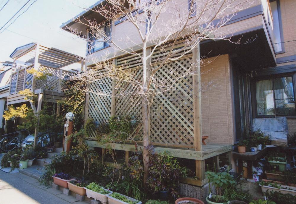 東京都町田市M様邸 ポリカーボネイトの波板はクリアで明るく。お家にぴったりマッチしたチーク色