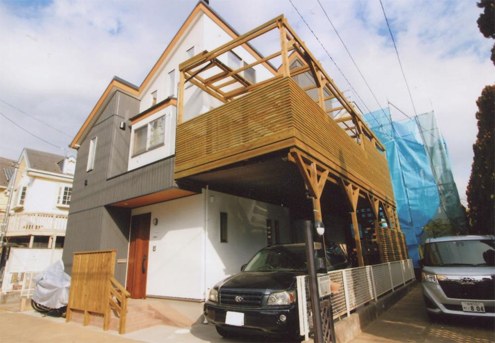 神奈川県茅ヶ崎市O様邸 端正な趣きの建物によく似合うバルコニー