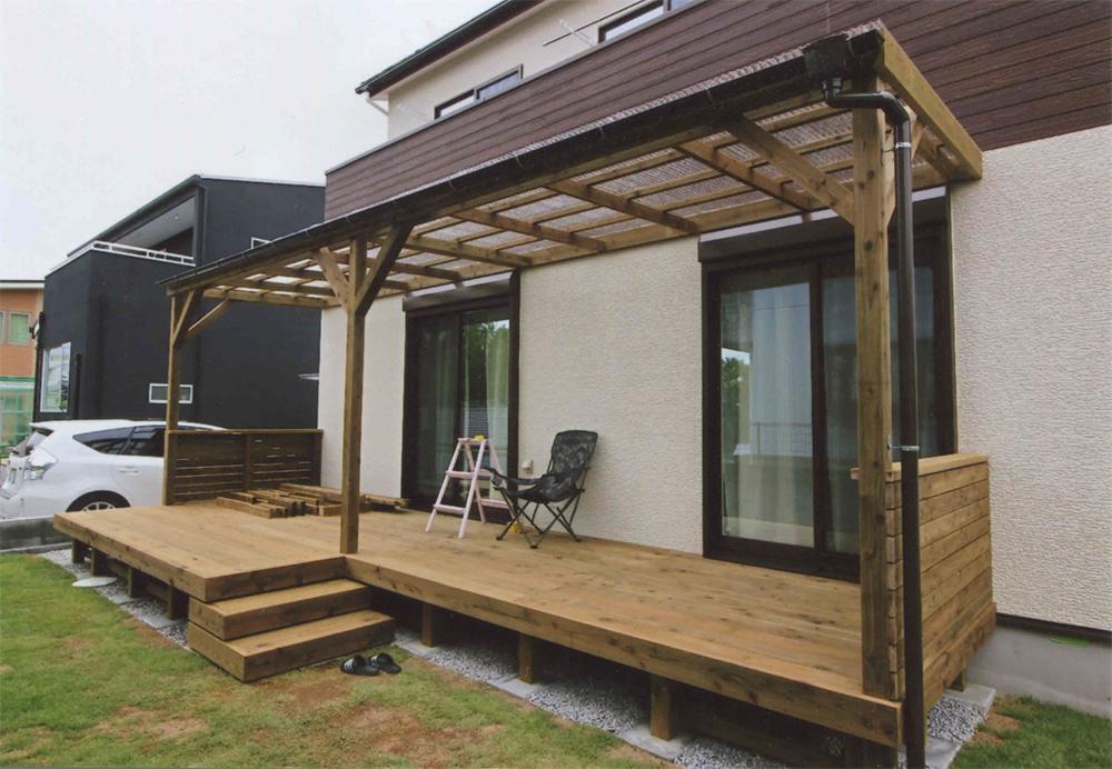 埼玉県川越市S様邸 ちょっとした作業のスペースとしても便利な屋根付きのウッドデッキ
