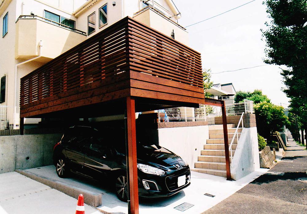 神奈川県横浜市T様邸 オイルステイン塗装を施した存在感抜群の車庫上デッキ。