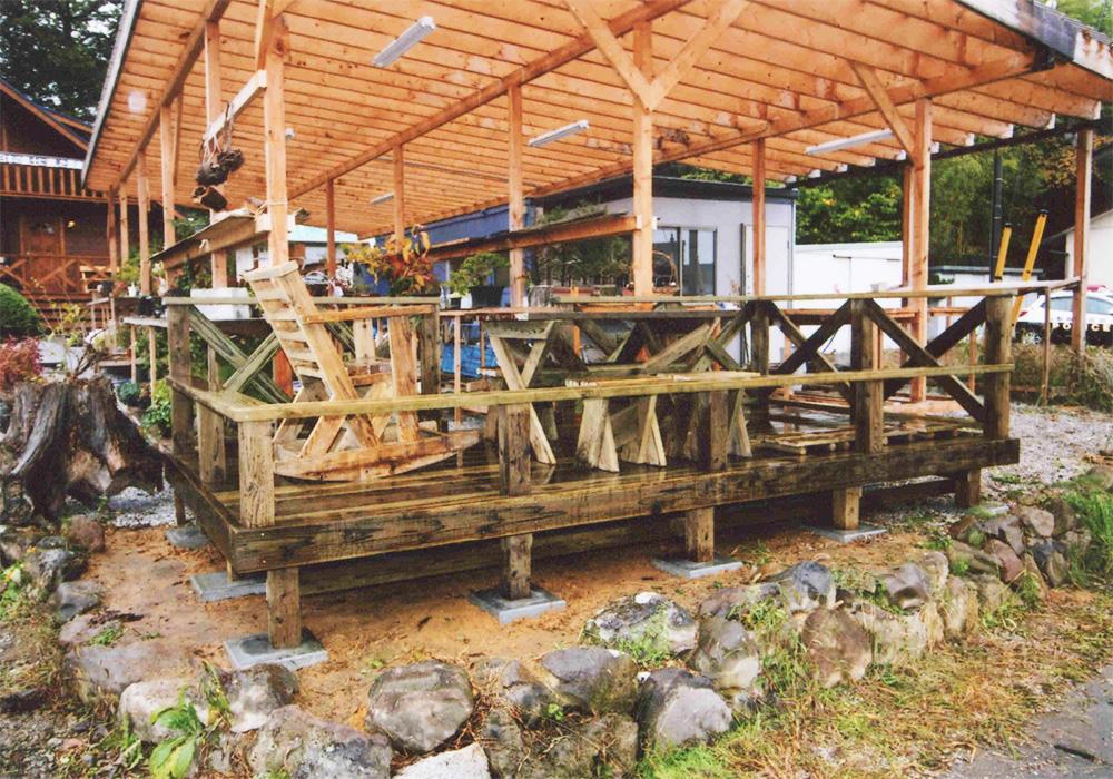 グリーンアート様 山梨県北杜市展示場 自然に囲まれた別荘地のデッキ。