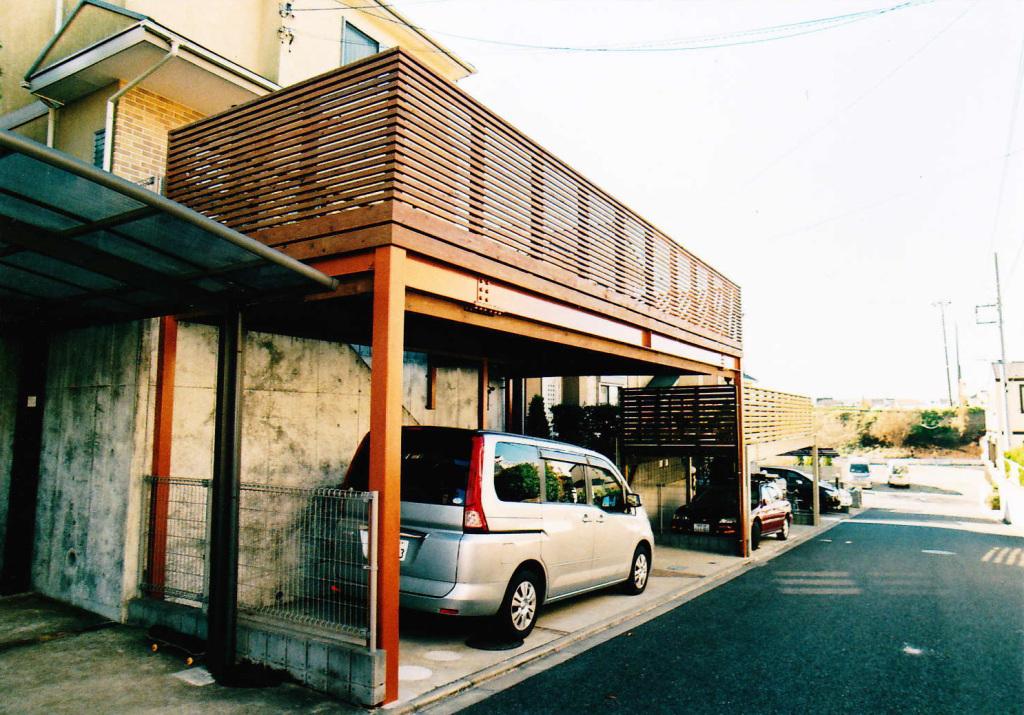 千葉県習志野市K様邸 鉄骨と木部の塗装色の色調を合わせた技ありカーポート(車庫上デッキ)