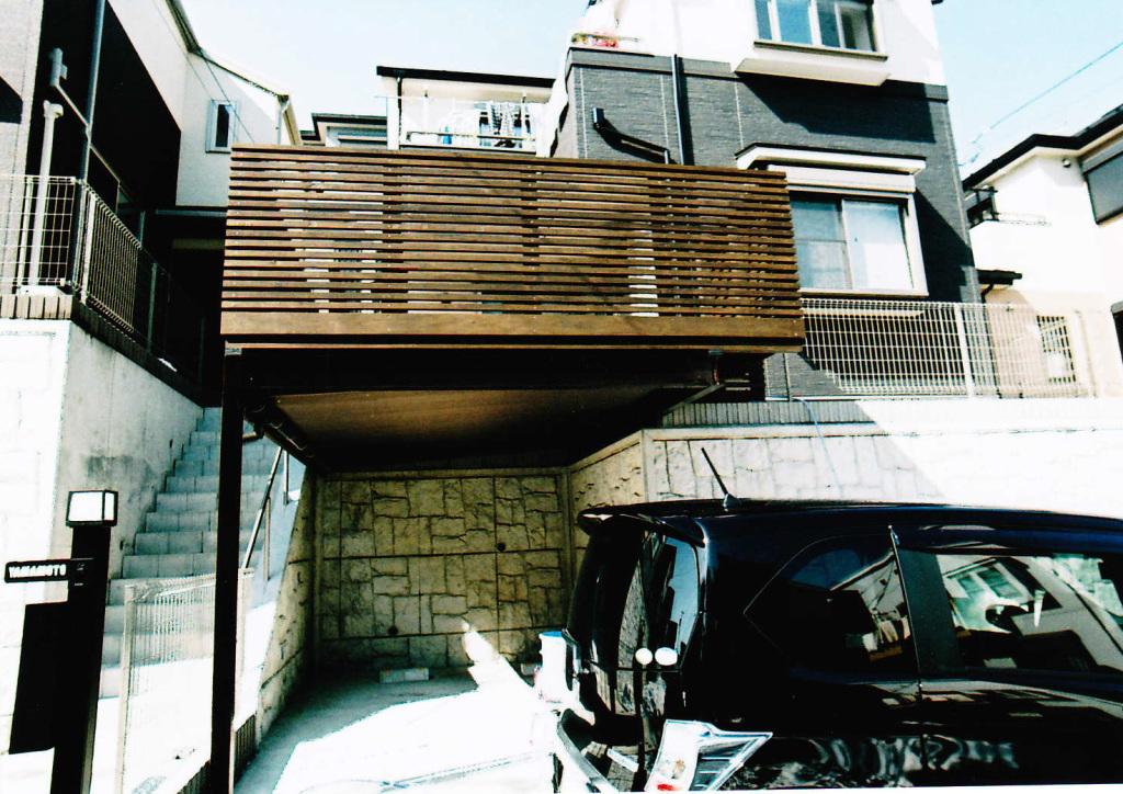 神奈川県横浜市旭区H様邸 鉄骨併用車庫上デッキ。オイルステイン塗装でおしゃれに