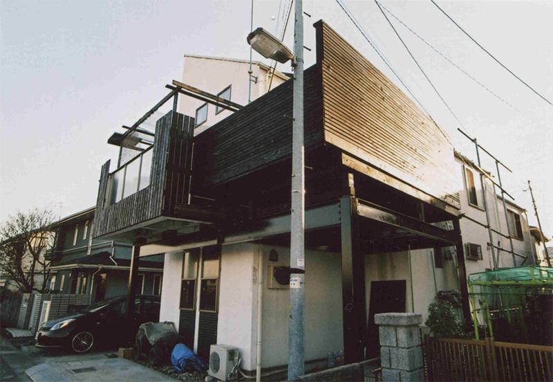 東京都多摩市M様邸 車庫上デッキとバルコニーをつなげ光を採り入れる工夫を施したスペシャルデッキ