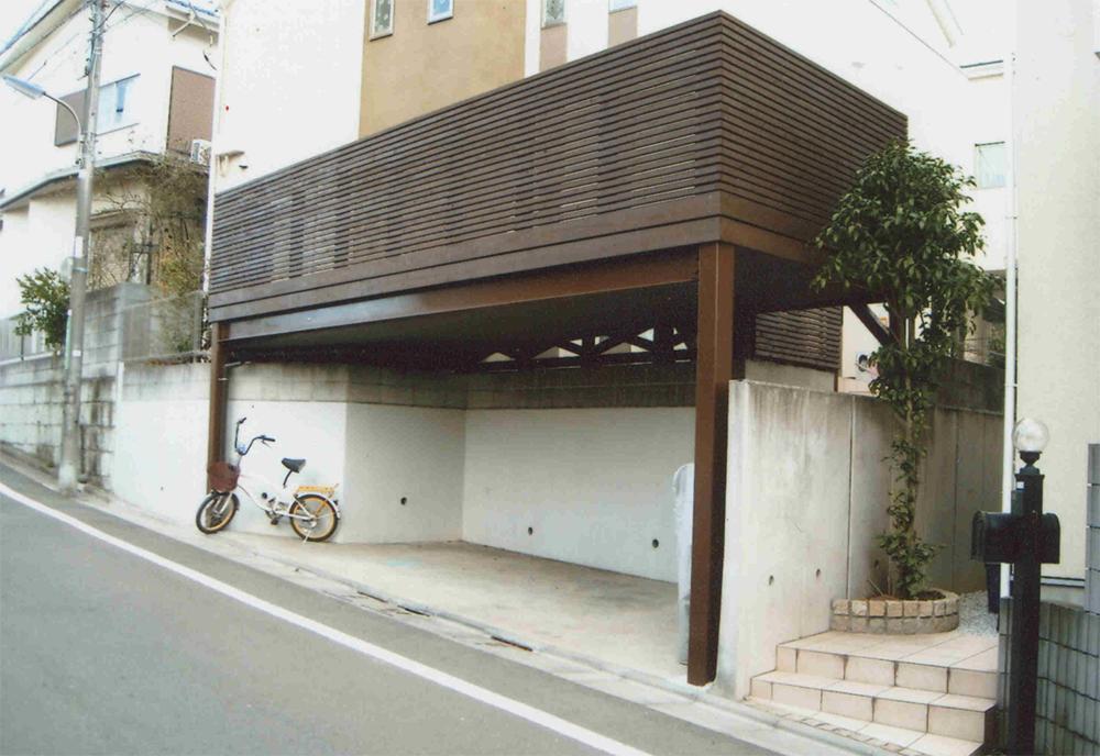 東京都練馬区N様邸 今人気のデザイン!オイルステイン塗装をしたウッドの色にあわせて鉄骨も塗装した端正な印象に!