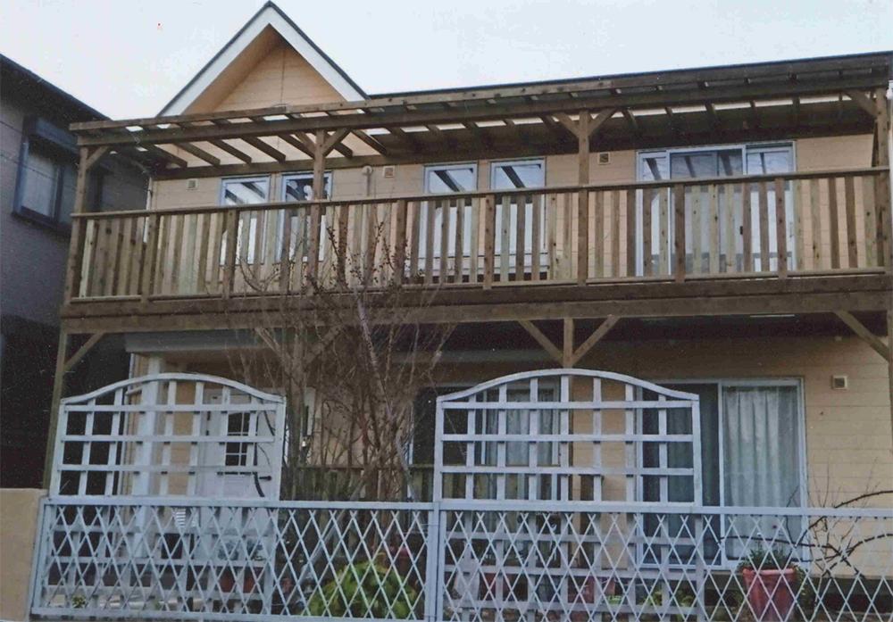 神奈川県横浜市青葉区K様邸 ドッグラン兼用木製のバルコニー