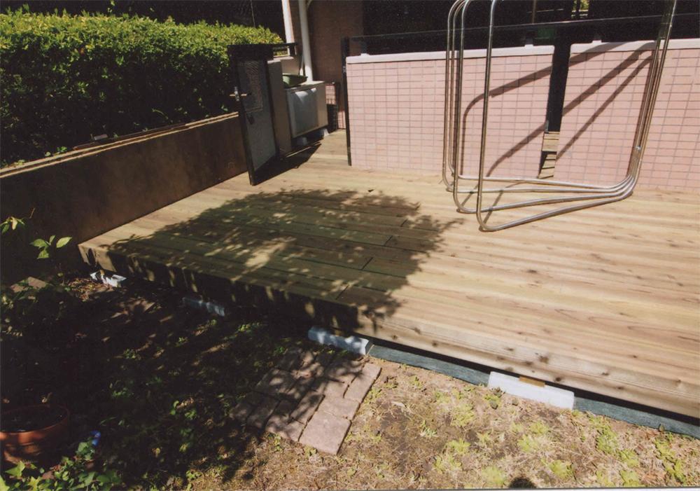 神奈川県横浜市青葉区N様邸 マンションの専用庭に作ったウッドデッキ。