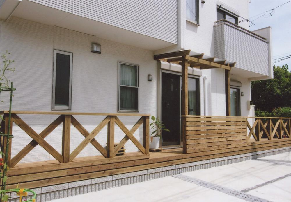横浜市南区O様邸 デッキとフェンスが一体となるようにデザインで一工夫
