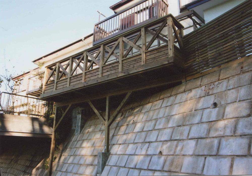 神奈川県横浜市旭区R様邸 オリジナルフェンスデザイン ウッドデッキで有効利用
