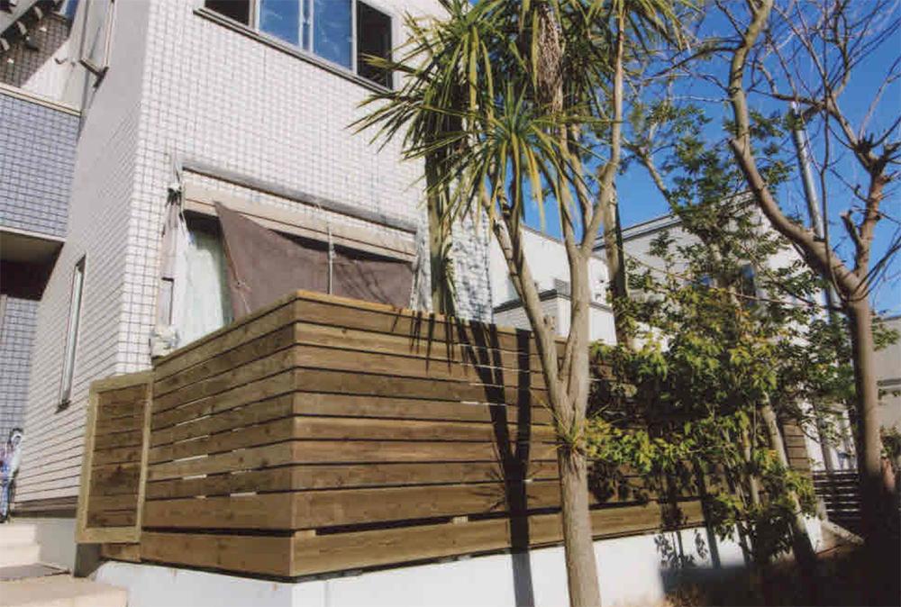 神奈川県横須賀市T様邸 ウッドデッキの作り替え 玄関口から直接デッキにも行けるようにフェンス