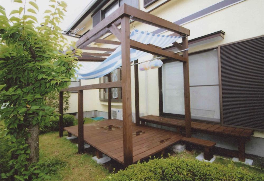 施工例041 横浜市N様邸 プール遊びのときの日よけのシェードをつけられるようにパーゴラをプラス